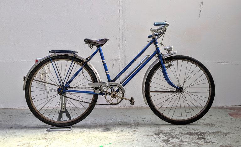 Bicyclette vintage à rénover dans notre atelier de Rennes.