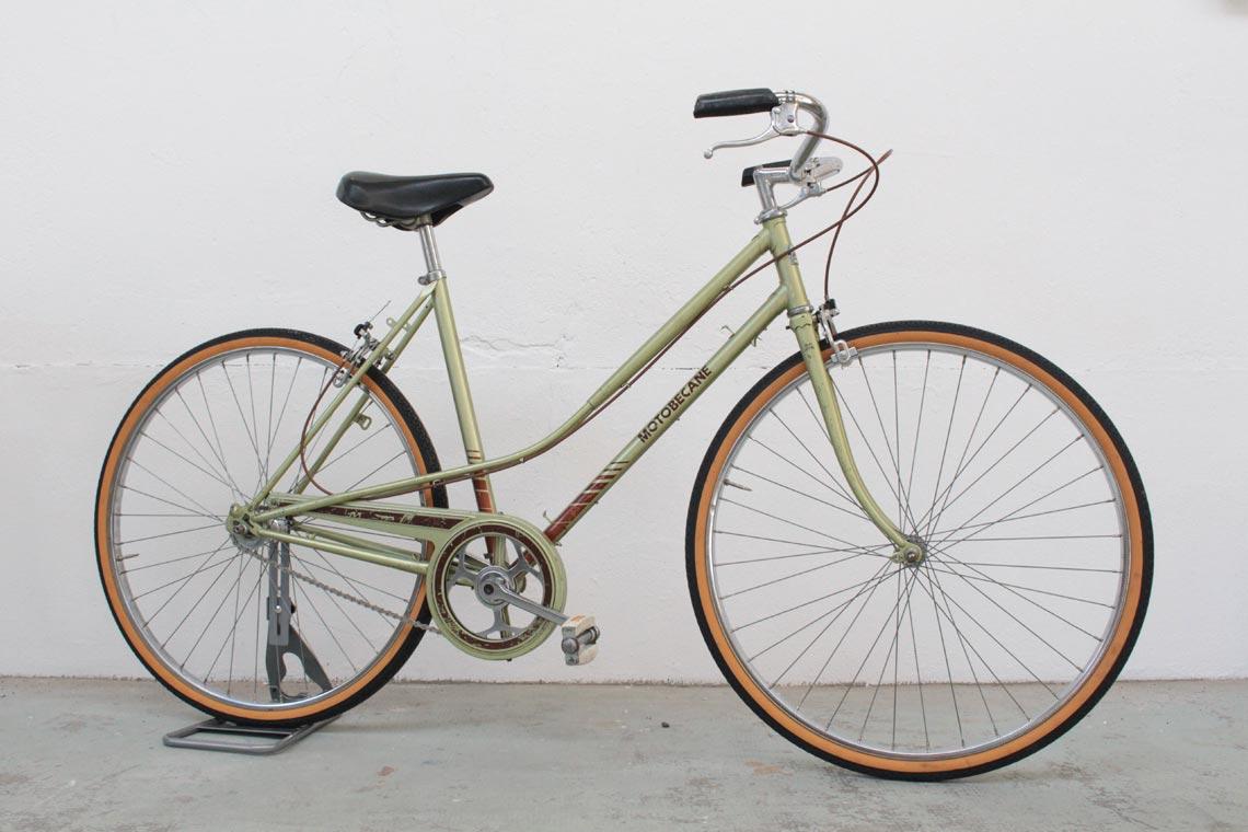 Bicyclette verte Motobécane de 1980